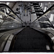 Escalator_platform_000059344412